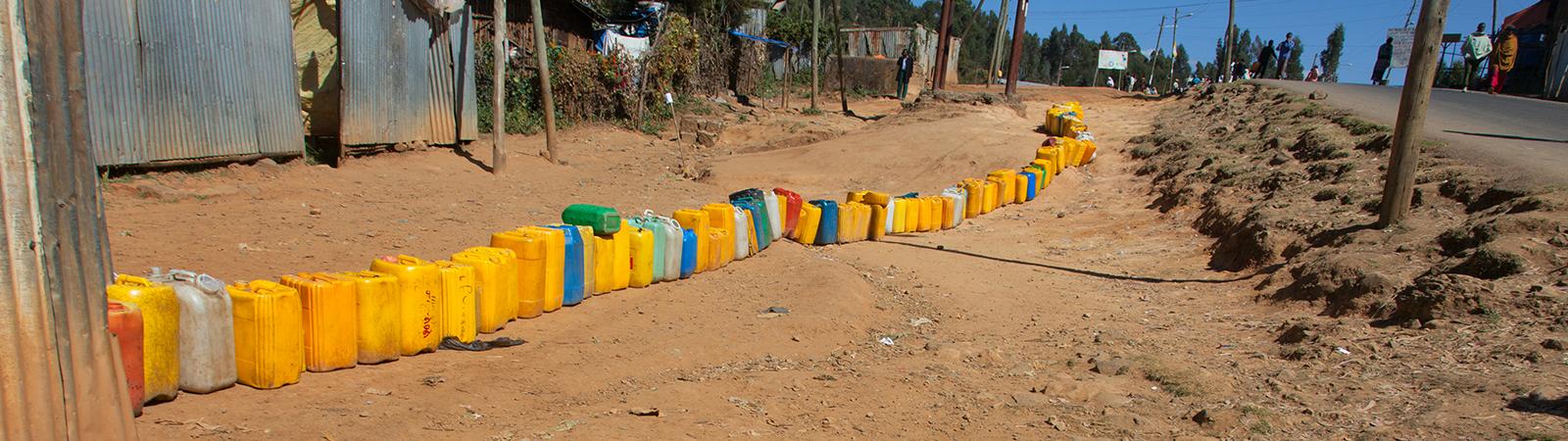 Waiting for water in Ethiopia © Aleksandr Hunta / Shutterstock