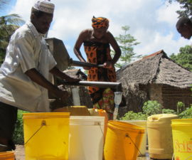 200 million people in Sub-Saharan Africa rely on handpumps to access groundwater © Tim Foster/REACH
