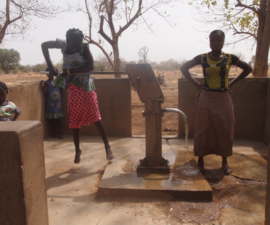 A girl pumps water to fill an animal drinking trough, in Centre-East region, Burkina Faso © Sarah Dickin/REACH